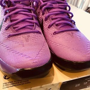 Nike Shoes - Nike Kobe Star Dust